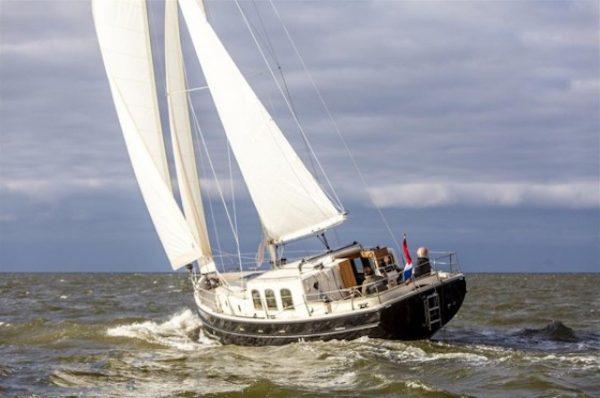 Wanderer 40 te huur vanuit de haven van Den Oever, zeilen op de Waddenzee