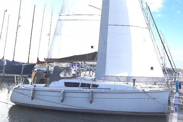 Jeanneau 33 zeiljacht huren, zeilen IJsselmeer of Waddenzee